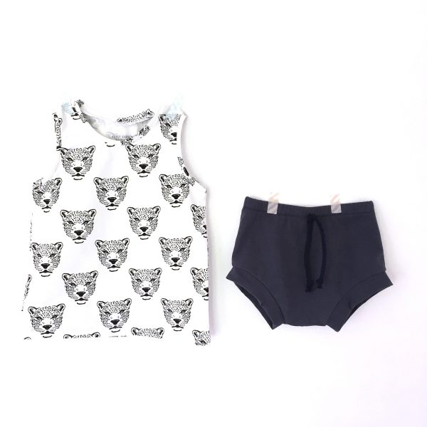Ensemble bébé guépard  : short marine + débardeur guépards noir et blanc