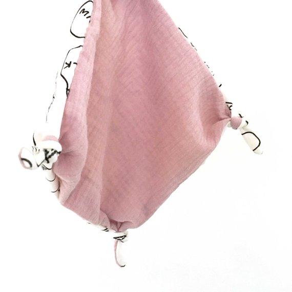 Doudou plat bébé , doudou lange, doudou carré avec noeuds, motif MILK et double gaze moutarde, bleu, grise et rose