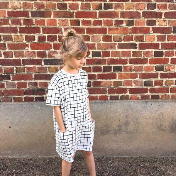 robe-oversize-grid-cou-porte2-WP