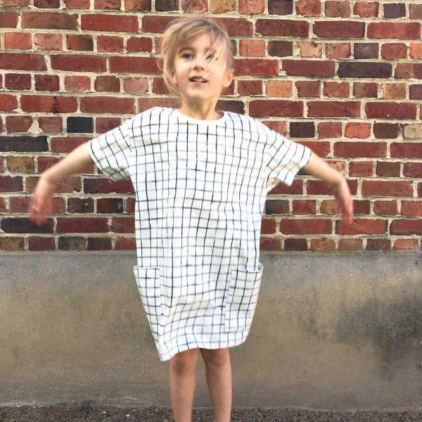 robe-oversize-grid-cou-porte3-WP