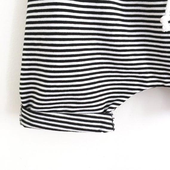 Short sarouel  jersey fines rayures noir et blanc